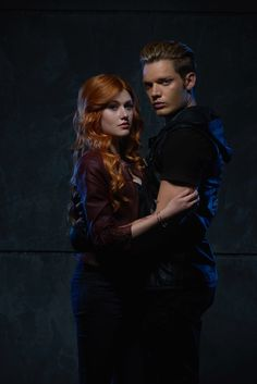 Katherine McNamara Talks Adapting 'Shadowhunters' For TV - See All The Gallery Pics Here!: Photo Katherine McNamara gets close to Dominic Sherwood in this new promo pic from their upcoming show, Shadowhunters. Clary Et Jace, Shadowhunters Clary And Jace, Shadowhunters Tv Series, Jace Lightwood, Isabelle Lightwood, Shadowhunters The Mortal Instruments, Clary Fray, Katherine Mcnamara, Shadow Hunters Tv Show