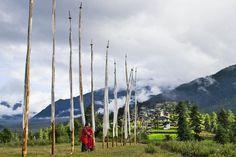 VALLE DE PHOBJIKA - BUTÁN  Es una etapa ineludible por albergar el Parque Nacional Jigme Singye Wangchuck y por localidades como Gantey, en la imagen. Himalaya, Wind Turbine, Temple, Prayer Flags, Buddhists, Airports
