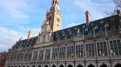 Mooi stuk architectuur op het ladeuzeplein. Universiteitsbibliotheek van Leuven.