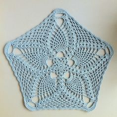 Ravelry: Starfish Pineapple Doily - Archive pattern by Laurie Clark Crochet Blocks, Crochet Doily Patterns, Crochet Squares, Thread Crochet, Filet Crochet, Crochet Designs, Crochet Crafts, Crochet Projects, Crochet Coaster