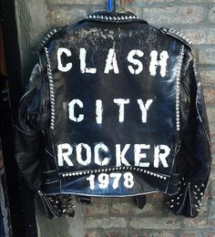 The Legend Joe Strummer British Punk, 70s Punk, Punk Jackets, Joe Strummer, Urban Fashion Trends, Fashion Ideas, Band Camp, Britpop, The Clash