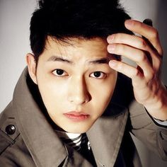 """Song Joong Ki has been offered the lead role in star writer Kim Eun Sook's upcoming drama, """"Descendents of the Sun."""" Song Joong Ki will not be discharged from the military until May, but he is already fielding many offers for his first post-military project. His agency released a statement saying """"I..."""