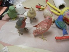 Artist Berta Bray brought these birds to our papermache workshop to share and to repair. They are all more than 50 years old but look like new. Paper Mache Projects, Paper Mache Clay, Paper Mache Sculpture, Paper Mache Crafts, Bird Crafts, Bird Sculpture, Diy And Crafts, Craft Projects, Crafts For Kids