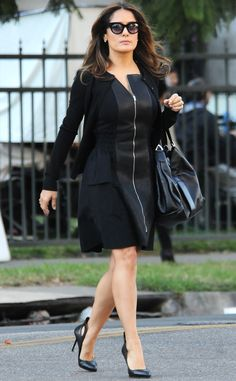 Salma Hayek looked as sleek as ever in a glam all-black leather get-up, topped off with matching demure cat-eye sunnies! Salma Hayek Style, Salma Hayek Body, Salma Hayek Photos, Salma Hayek Joven, Salma Hayek Young, Fashion For Petite Women, Plus Size Fashion, Womens Fashion, Sexy Skirt