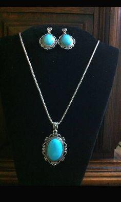 https://www.facebook.com/facebijubel Conjunto de corrente prata velha com pingente camafeu azul, VENDIDO