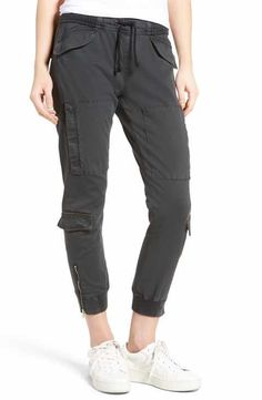 Jogger Pants Jeans, Jogger Pants Style, Cargo Pants Women, Pants For Women, Simple Outfits, Casual Outfits, Cute Outfits, Fashion Pants, Fashion Outfits