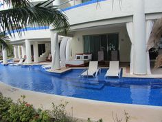 Swim-up rooms at El Dorado Maroma Beach in Cancun. I must stay in this room when I vacation.