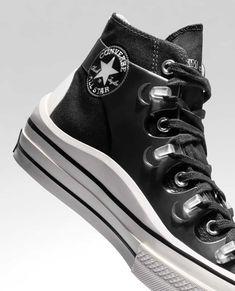 Collaboration entre la marque de sneakers Converse et le créateur Kim Jones #chaussures #baskets #sneakers #collaboration #converse #kimjones Baskets, Converse, All Star, High Top Sneakers, Stars, Fashion, Moda, Fashion Styles, Hampers