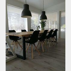 3m pitkä metallijalkainen lankkupöytä kolmella lankulla Conference Room, Dining Table, Modern, Furniture, Home Decor, Trendy Tree, Decoration Home, Room Decor, Dinner Table