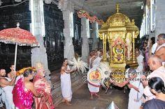 05-the-golden-rathotsava-inside-goddess-sharada-temple-before-commencement-of-the-jagadgurus-durbar http://www.sringeri.net/2011/10/14/news/navaratri-celebrations-at-sringeri.htm