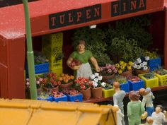 Tulpen Tina bringt den Frühling in die Stadt. // Flower vendors bring spring fever into the city.