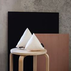 Silk all over. Our silk panels and silk pyramid pillows #interiortrend #contemporaryinterior #furnituredesign #interiordesign #productdesign #interiorphotography #architectureanddesign #midcenturymodern #deko #pillowdesign #inredningsdesign #minimalmood #frenchinterior #inneneinrichtung #danishdesign #lightdesign #scandinavianhome #marble #italiandesign #inredningsdetalj #whitespace #minimaldesign #monochrome #hollywoodregency #greyinterior #livingroominspo #decoracon #textilelove…