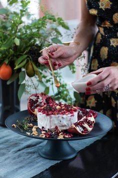 athena_calderone_harpers_baazar_holiday_tabletop_cranberry_tart_chalkboard_diy_eyeswoon_chloe_crespi_photography-6