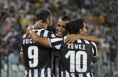 Arturo Vidal festeggia la sua doppietta contro la Lazio. #Juventus