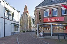 Zicht op de toren van de Hervormde kerk - Ouddorp (Goeree-Overflakkee, the Netherlands)