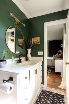 Green Bathroom Decor, White Bathroom, Bathroom Interior Design, Home Interior, Accent Wall In Bathroom, Green Bathroom Colors, Light Green Bathrooms, Bathroom Ideas, Small Bathroom Paint