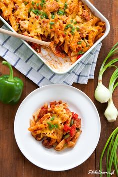 Sausage, Paprika, Onion and Tomato Pasta Casserole. Pasta Casserole, Casserole Recipes, Oven Dishes, Lasagna, Macaroni And Cheese, Sausage, Cheddar, Food And Drink, Tasty
