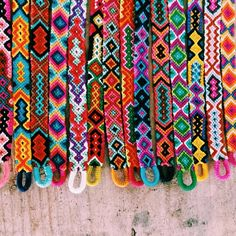 37 Beautiful Threaded Anklet Designs – Love Your Ankle Summer Bracelets, Cute Bracelets, Ankle Bracelets, Diy Bracelets With String, Hippie Bracelets, Friendship Bracelets Designs, Bracelet Designs, Diy Friendship Bracelets Tutorial, Thread Bracelets