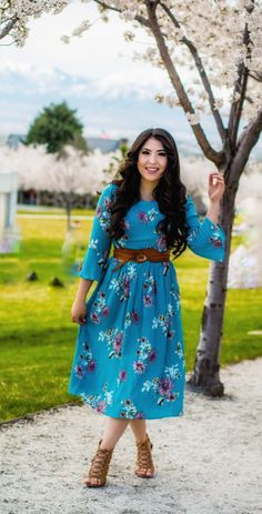 7a1fad0005ba6 modest floral casual midi dress, blue floral midi dress, modest outfit  ideas, modest