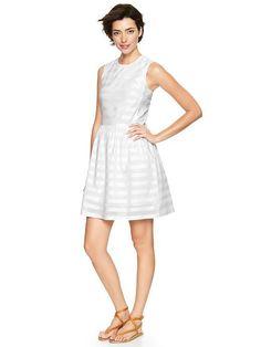 Pin for Later: Kate Middleton ging bei Gap einkaufen — Und das hätte sie ebenfalls kaufen sollen Gap Silver-Stripe Dobby Fit-and-Flare Kleid Und für Tage an denen es heller sein soll? Wir würden diese silber gestreifte Variante vorschlagen ($70).