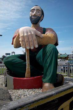 Roadside Attractions - a roadside lumberjack http://www.rv123.com/blog/