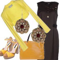 Perfetta per l'ufficio o per una passeggiata con il vestito color cioccolato e gli accessori gialli: il coprispalle, la borsa capiente, i sandali. Completano il tutto gli orecchini a forma di fiore.
