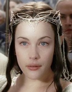 reappearance of Arwen Undómiel at Aragorn's coronation in Lord of the Rings: The Return of the King, portrayed beautifully by the ethereal beauty herself, Liv Tyler. Tolkien, Fellowship Of The Ring, Lord Of The Rings, Fairy Fantasy Makeup, Liv Tyler Hair, Arwen Undomiel, Photo Portrait, Legolas, Thranduil