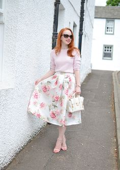 pink and white summer outfit: foral skirt and fitted sweater
