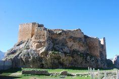 #Bedmar, tierra de castillos, ha contado con dos fortalezas a lo largo de su historia. La conocida como Al-Manzur, en época musulmana, brutalmente saqueado por los nazaríes, y el castillo nuevo, atribuido al infante don Fernando, allá por el año 1411, maestre de la Orden de Caballería de Santiago.