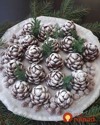 Christmas confection in the shape of cones! You will be surprised by everyone! Christmas Sweets, Holiday Desserts, Christmas Baking, Galletas Cookies, Christmas Cookies, Kreative Desserts, Pavlova, Creative Food, A Table