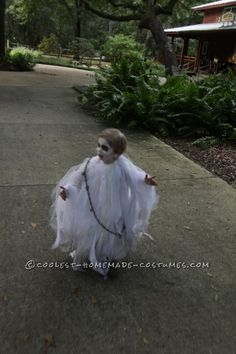 My toddler son wanted to be a ghost this year and not just any ghost- a spooky ghost. I scoured the stores, but everything I saw was just a sheet with a z Ghost Halloween Costume, Ghost Costumes, Halloween 2016, Holidays Halloween, Halloween Kids, Ghost Costume For Kids, Halloween Stuff, Halloween Outfits, Halloween Makeup