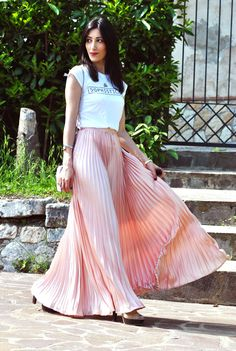 Gonna lunga plissettata, long pleated skirt, pink powder, rosa cipria, t-shirt, high heels, furla metropolis, outfit primavera estate 2016, trend, heels, high heels, ootd, look, moda 2016, fashion, trend chic - outfit fashion blogger Heels Allure by Marianna Farese