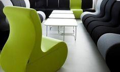 Pufa SITI przyciąga wzrok i skupia na sobie uwagę. Dzięki bogatej gamie kolorystycznej przestrzenne rzeźby doskonałe zaznaczają terytorium stając się znakiem rozpoznawczym dla niejednego wnętrza.   SITI : SITAG krzesła i fotele biurowe, fotele obrotowe, krzesła konferencyjne, fotele gabinetowe