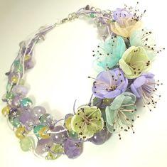 Купить Вальс Солнечной Сирени. Колье из натуральных камней, цветы из ткани - сиреневый, бледно-сиреневый