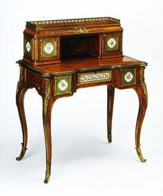 Bonheur du jour or small writing desk    Date:  1730-1770 (made)