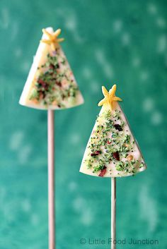 Christmas tree cheese on a stick. How simple and fun! Use laughing cow cheese wedges...