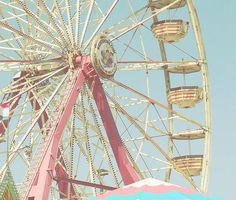Pink ferris wheel. I want to ride this!