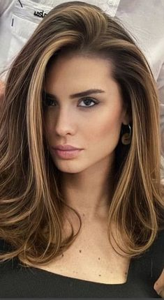 Balayage Brunette, Hair Color Balayage, Brunette Hair, Hair Highlights, Short Brown Hair With Blonde Highlights, Medium Hair Styles, Short Hair Styles, Prom Hairstyles For Short Hair, Girl Hairstyles