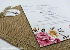 Convite casamento vintage nas cores rosa e verde. Convite floral com envelope de juta e tag impressa com nome dos convidados.