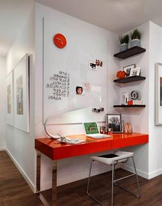 Veja modelos de home office / escritório em casa pequeno. São 60 espaços e projetos lindos para se inspirar.