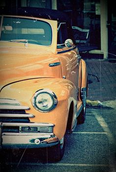 Vintage/Retro cars are my fave! I hope in the near future I'll own my very own. They are absolutely A-MAIZ-ING (Grown-ups voice).