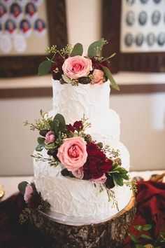 floral wedding cakes Textured Frosting Wedding Cake topped with Fresh Burgundy and Blush Florals - Fall Wedding Cake Inspiration Pretty Wedding Cakes, Floral Wedding Cakes, Wedding Cake Rustic, Fall Wedding Cakes, Elegant Wedding Cakes, Beautiful Wedding Cakes, Wedding Cake Designs, Wedding Flowers, Dream Wedding