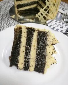 A férjem minden évben máktortát kér a szülinapjára, ez már hagyomány. Mindig vaníliás főzött krémmel. Igyekeztem feldobni egy kicsit az ide...