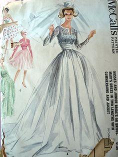 1960s DREAMY BRIDAL GOWN WEDDING DRESS PATTERN McCALLS 6382 - looks like Grace Kelly's