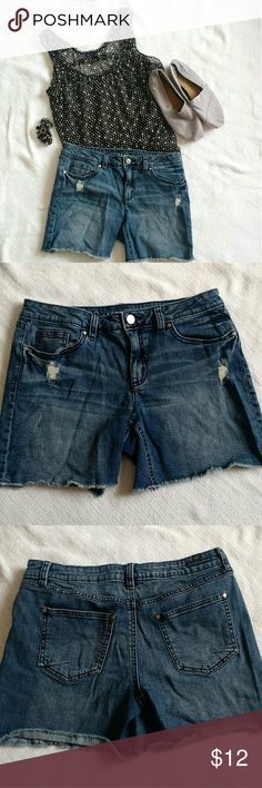 """Lauren Conrad Sz 8 Denim Jean Shorts LC LC Lauren Conrad Denim Shorts Size 8 Longer Mid-Shorts Actual measurements- Waist laid flat: 15"""" Inseam: 5.5"""" Rise: 8.5"""" Does not come with belt. Has stretch - 99% Cotton & 1% Spandex. Small stain that blends in and is hard to see but thought I should point out. (View close-up-- to the right of the 10.) Clean and in great condition! From a smoke-free and pet-free home. LC Lauren Conrad Shorts Jean Shorts"""