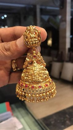 Gold Plain Jhumka Designs, Gold Lakshmi Jhumka Designs, Latest Gold Temple Jhumka Collections. Gold Jhumka Earrings, Gold Bridal Earrings, Buy Earrings, Jewelry Design Earrings, Gold Earrings Designs, Gold Jewellery Design, Pendant Jewelry, Diamond Earrings, Gold Necklace