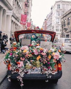 Soho New York City Intermix Flower Car. Soho New York City Intermix Flower Car. The post Soho New York City Intermix Flower Car. appeared first on Blumen ideen. Soho, Wedding Etiquette, Flower Car, My Flower, Flower Truck, New York City, No Rain, Flower Aesthetic, Gerbera