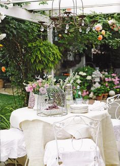 So pretty, outdoor dining.