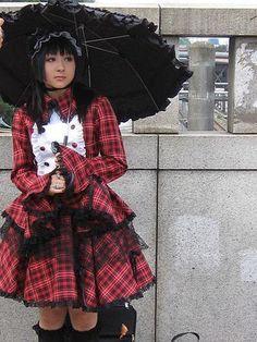 A Japanese girl in a punky red plaid gothic lolita dress/outfit on (what I think may be) the Jingu Bridge in Harajuku. Harajuku Girls, Harajuku Fashion, Japan Fashion, Harajuku Style, Kawaii Fashion, Steampunk Lolita, Gothic Lolita Fashion, Lolita Mode, Lolita Style