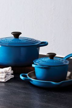 Vibrant and durable, Le Creuset's hallmark cast iron has upheld a tradition of authentic craftsmanship and design since Shop cast iron cookware, enameled cast iron, cast iron Dutch ovens, and more. Enameled Cast Iron Cookware, Le Creuset Cast Iron, Coffee In A Cone, Coffee Set, Traditional Teapots, Cast Iron Set, Pour Over Kettle, Cast Iron Dutch Oven, Salad Plates